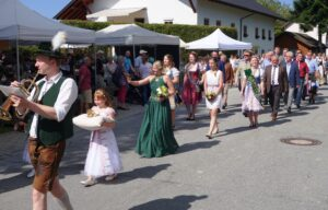 Festzug zur Krönung beim Mostfest Lalling